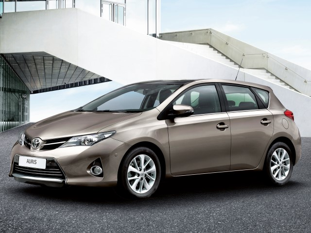 Auris 1.33 Dual VVT-i Exclusive+Navi