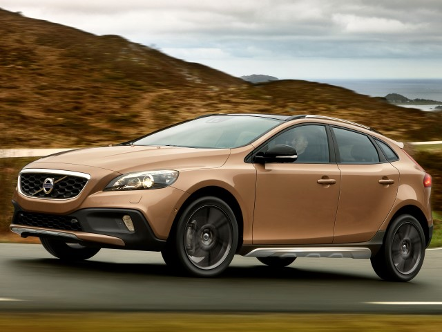 V40 Cross Country D2 115 Kinetic